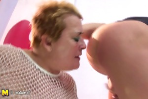 amateur mother acquires cum of seven males at her