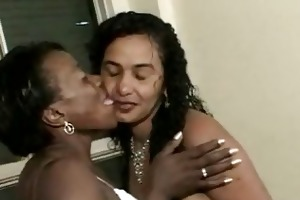2 old black mamas fuckin