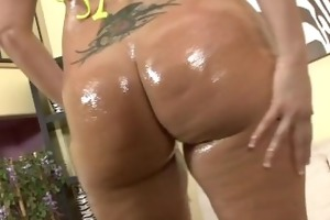 milf shakes her large butt on black dong