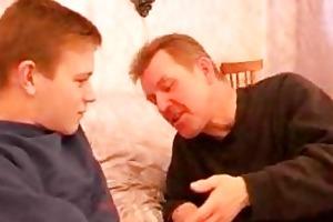older homo daddy seduces twink in bedroom