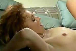 sarah licks pussy