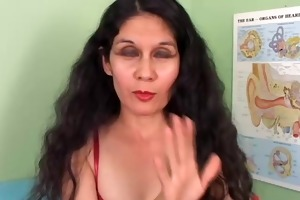 pretty older latina gets her pussy hairless