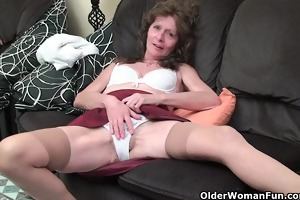 saggy granny in stockings masturbates shaggy