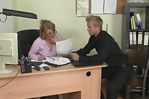 office lady gives head and acquires screwed
