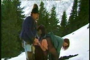 oma fickt in en bergen