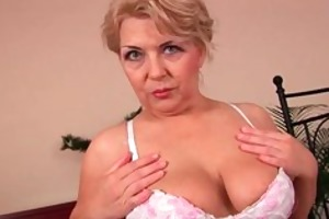 busty granny is toying her fuckable vagina