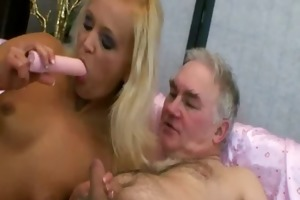 young slut pleases her sugardaddy with her wet